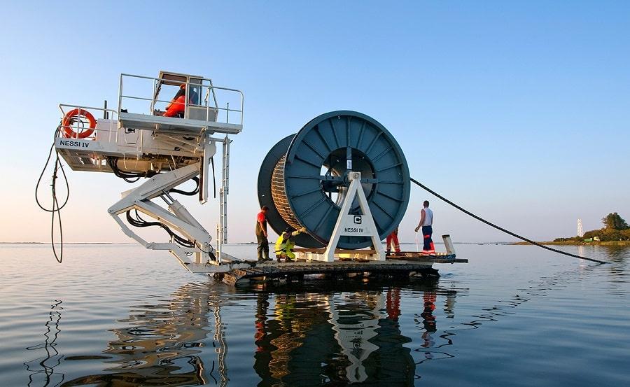 Компания NEC создала подводный кабель, который передает в 4 раза больше данных
